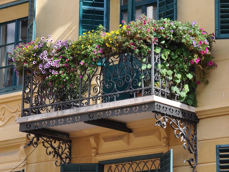 Beetplaner Blumenbeet auf dem Balkon