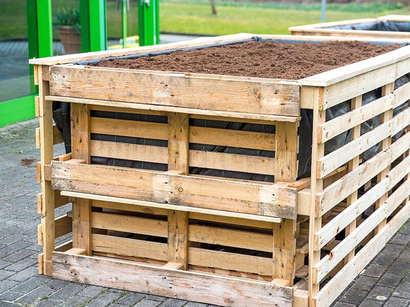 Paletten-Kräuterhochbeet selber bauen